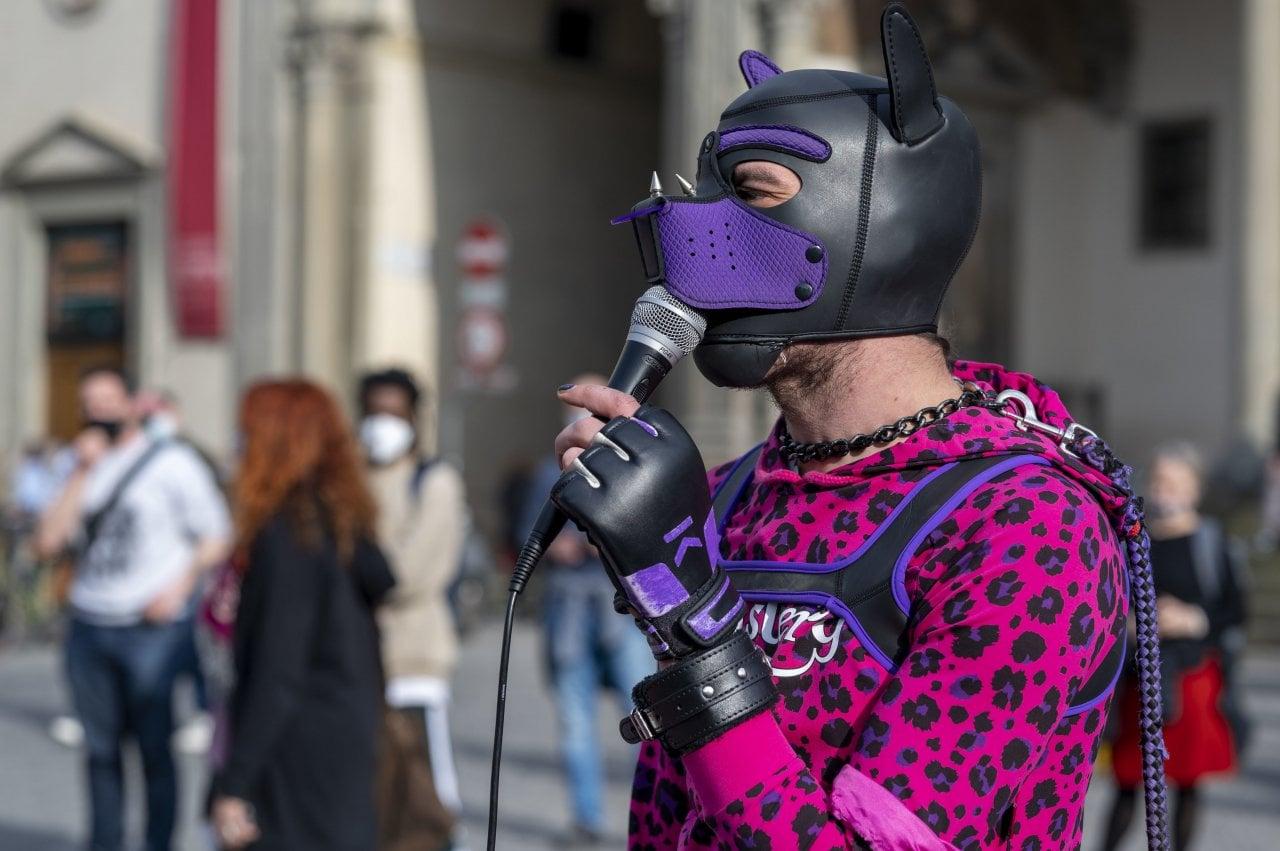 Lo scandaloso 8 marzo transfemminista: fuori il sistema prostituente dal femminismo! Non Una di Meno si liberi da parassiti e sfruttatori. O le ragazze si liberino da Non Una di Meno