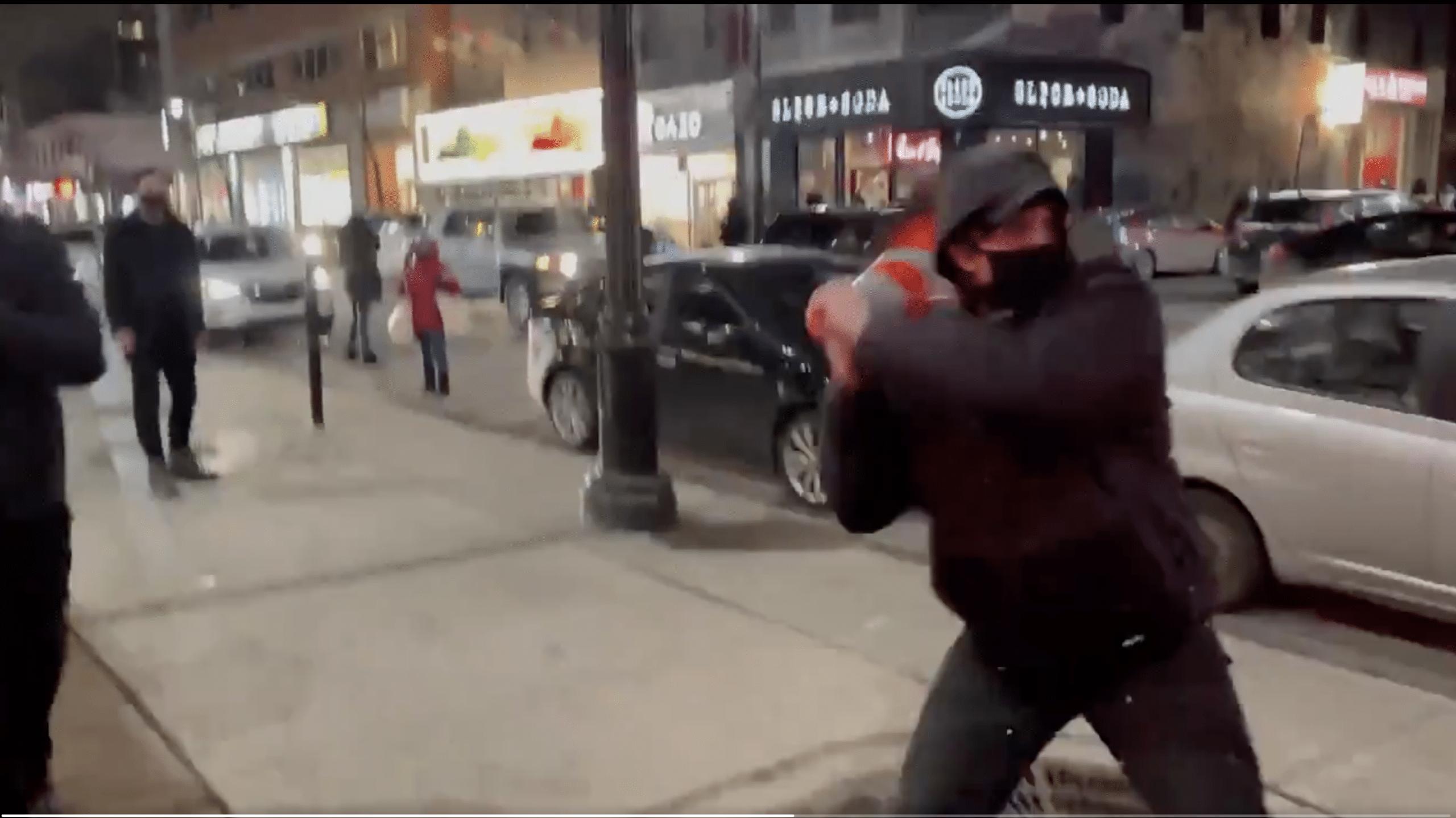 Vancouver: violento squadrismo trans contro un pacifista gender-critical VIDEO