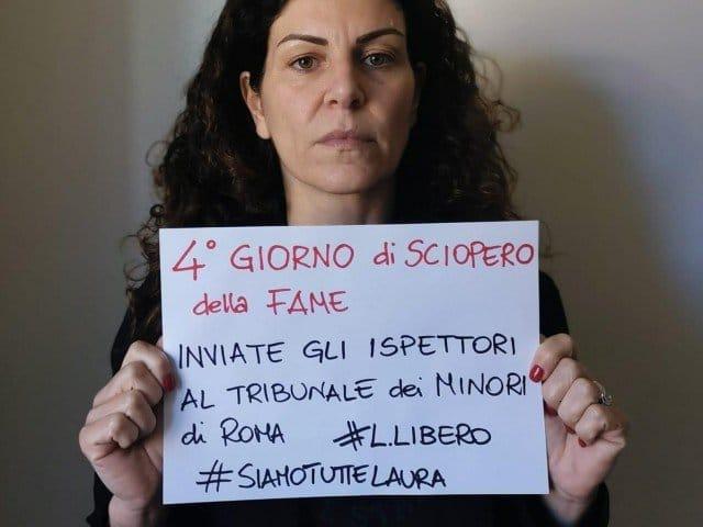 """Il bambino di Laura Massaro non è più suo<br /><span class='post-summary'>Il Tribunale dei minori di Roma ha disposto che madre e figlio vengano SEPARATI PER SEMPRE. La donna, giudicata una """"madre ostativa"""", ha perso la responsabilità genitoriale e non potrà più vedere suo figlio, che potrebbe essere prelevato con la forza in qualunque momento per essere collocato in una casa-famiglia  </span>"""