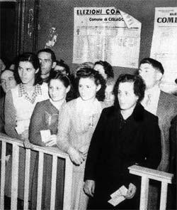 """1946, le Italiane al voto: tranne le prostitute """"vaganti"""" e le suore di clausura<br /><span class='post-summary'>Il primo voto femminile non fu al referendum del 2 giugno, come molti credono, ma alle amministrative del 10 marzo 1946, con un'affluenza dell'89 per cento. Ma non fu una prima volta per tutte </span>"""