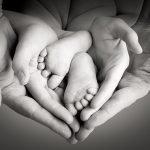 """Congedo di paternità a 3 mesi: ma madri e padri non sono pari<br /><span class='post-summary'>La misura del """"Family Act"""" annunciata dalla ministra per le Pari Opportunità Bonetti al Women's Forum G20 Italy. Ma se una maggiore partecipazione maschile è auspicabile, la logica paritaria che ispira la condivisione si muove ancora una volta in direzione del neutro, negando la differenza femminile e promuovendo azioni inefficaci</span>"""