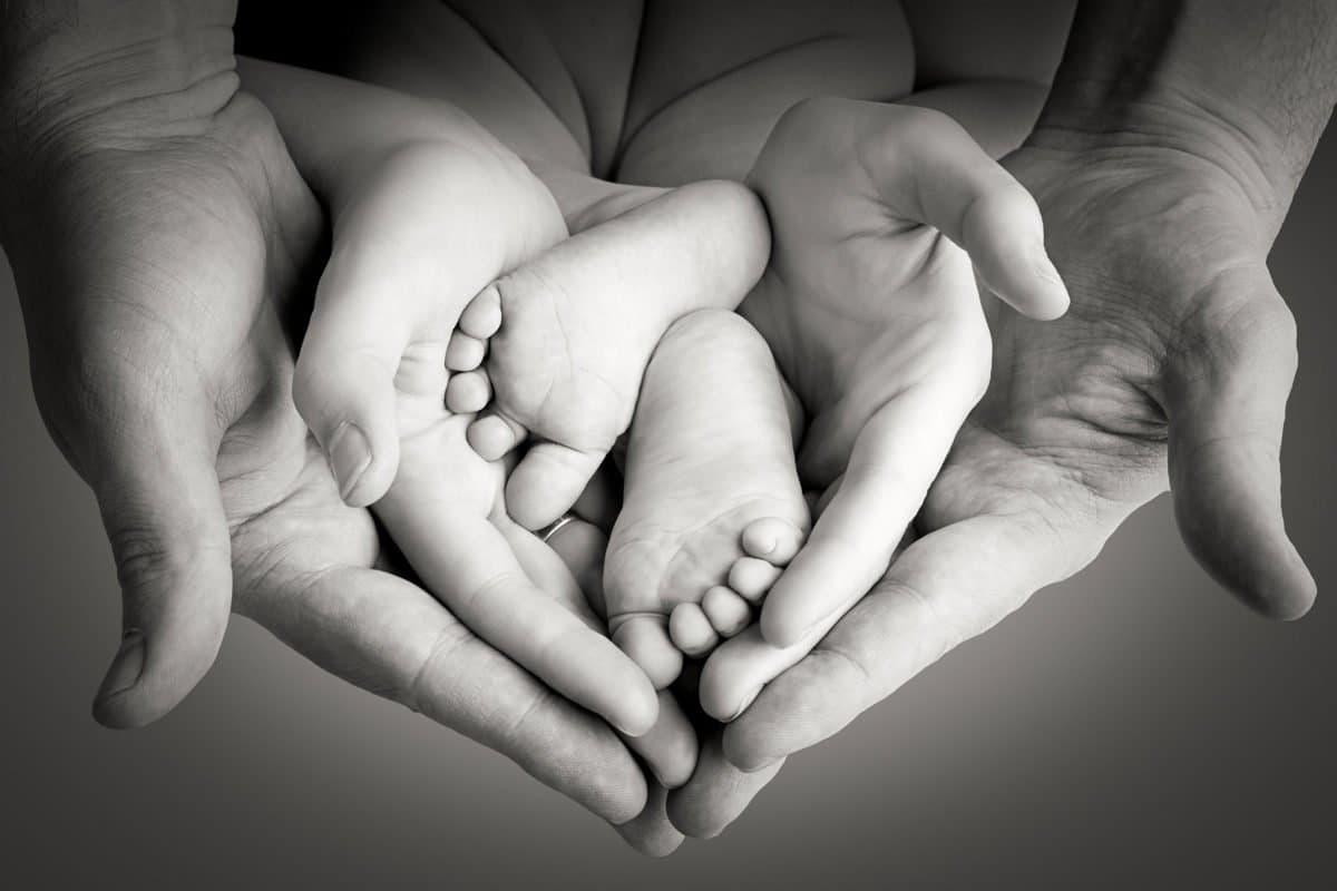 """Congedo di paternità a 3 mesi: ma madri e padri non sono pariLa misura del """"Family Act"""" annunciata dalla ministra per le Pari Opportunità Bonetti al Women's Forum G20 Italy. Ma se una maggiore partecipazione maschile è auspicabile, la logica paritaria che ispira la condivisione si muove ancora una volta in direzione del neutro, negando la differenza femminile e promuovendo azioni inefficaci"""